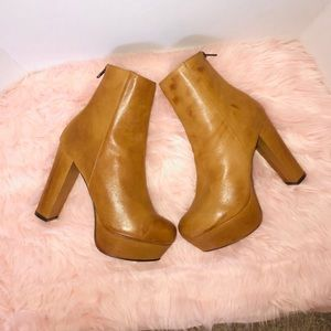 New Steve Madden Disirred Leather Platform boots